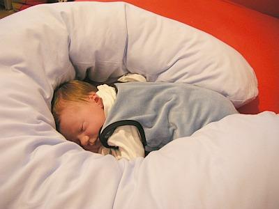 Schlafen Wie In Mamas Bauch So Einfach Gehts Baby Blog